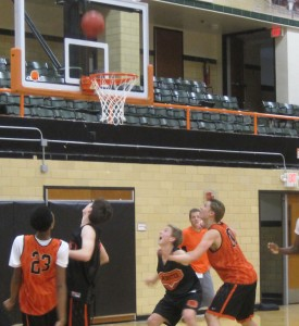 Junior Stephen Harris, sophomore Andy Bennett , sophomore Trey Paloucek and junior Alex Floresca practice rebounds during a practice. (Photo by Herbie Herber)