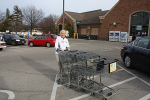 Photo by Aerin Johnson Junior Maddie Pokorny collects carts as part of her job at the local Schnucks.