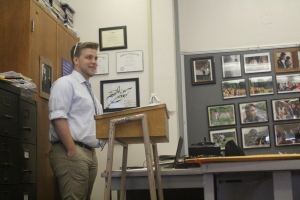 KMOX reporter Michael Calhoun shares his experiences with journalism campers and counselors at the ECHO journalism camp July 15. Photo by Audrey Turley