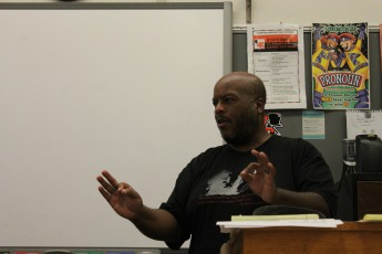 Kenny Murdock of The Murdock Report shares his insights about the role of journalists at the ECHO's summer journalism camp July 20. Photo by Ella Elias