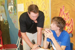 Academic lab teacher Chris Fechtel talks to junior Owen Clendennen during class. Photo by Josie Krueger